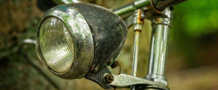 Kibbelen over pakes fiets